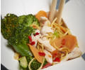 075. Fried noodles with chicken, egg and vegetables