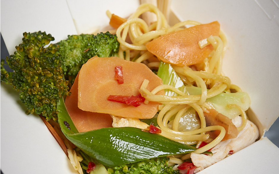 100. Fried noodles with eggs and vegetables