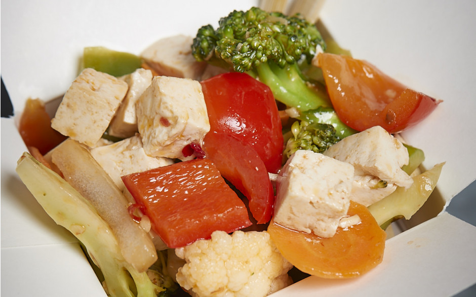 302. Tofu with mixed vegetables, chili and soy