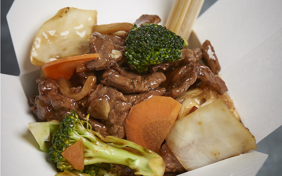 051. Wok fried beef with mixed vegetables and black pepper sauce