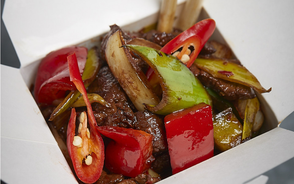 054. Wok fried beef fillet with spring onion and chili in dark soy - Hot