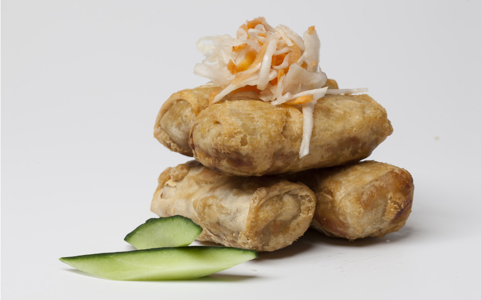 006. Homemade spring rolls with vegetables